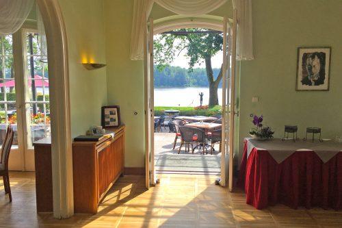 Das Restaurant Seeromantik mit Ausgang auf die Terrasse
